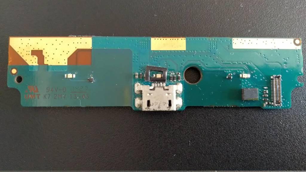 图1:充电口坏掉的尾插小板
